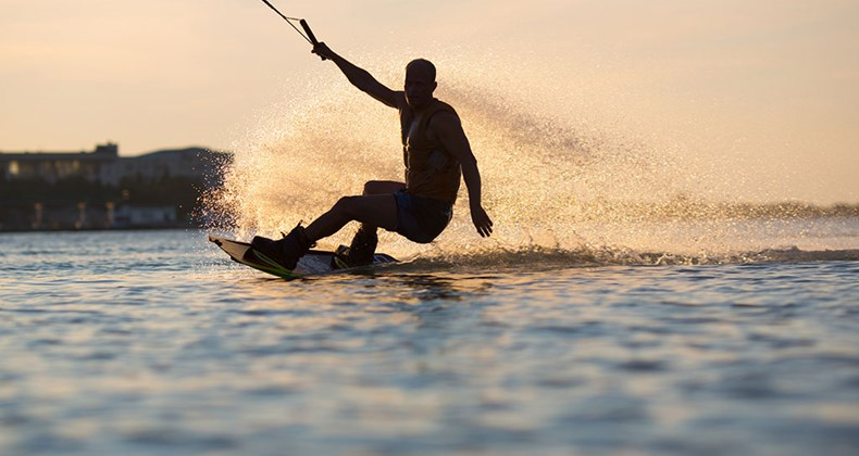<p>waterskiing-/-wakeboarding</p>